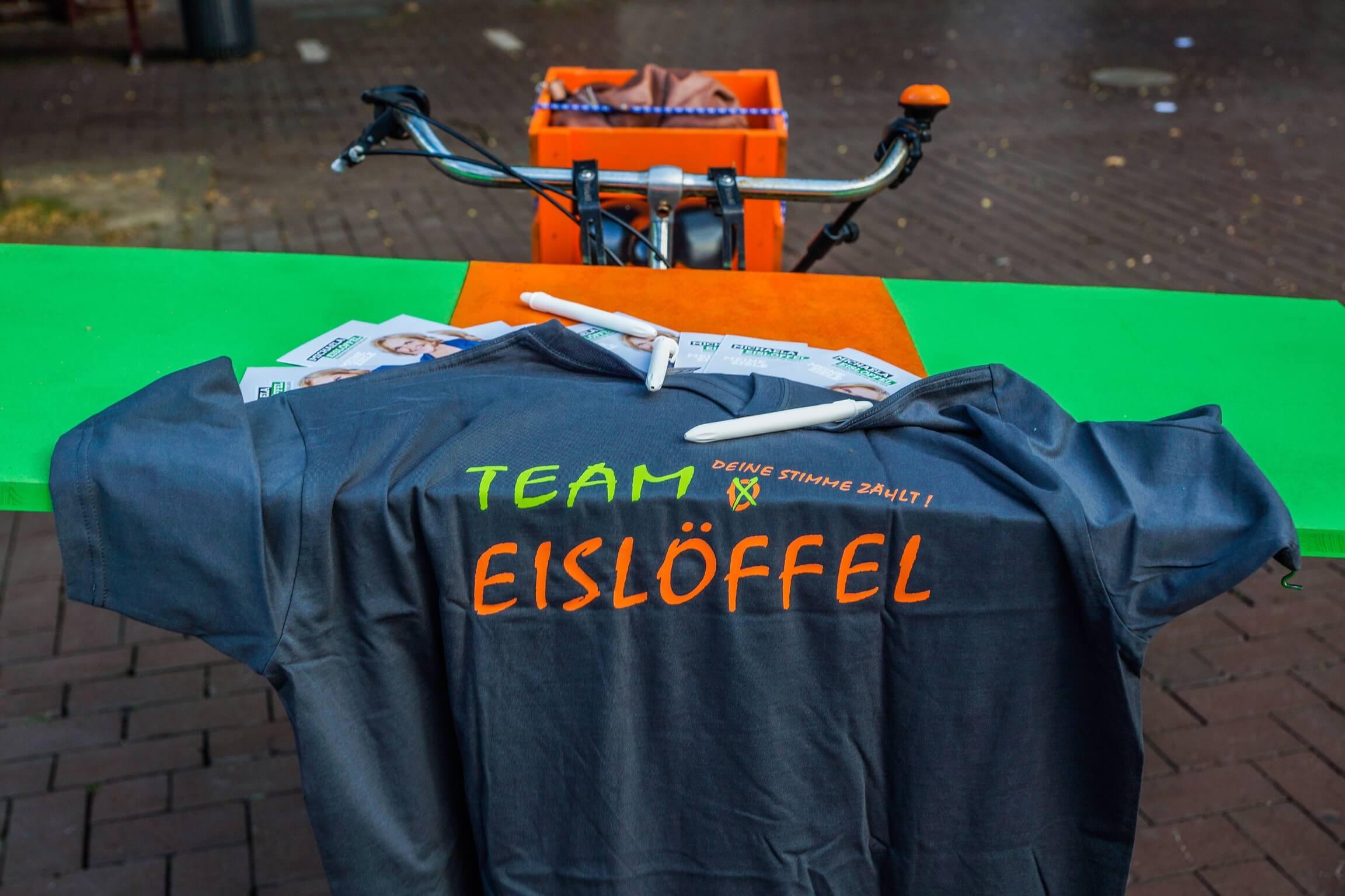 Team Eislöffel war auch mit dem Wahlkampffahrrad vor Ort.