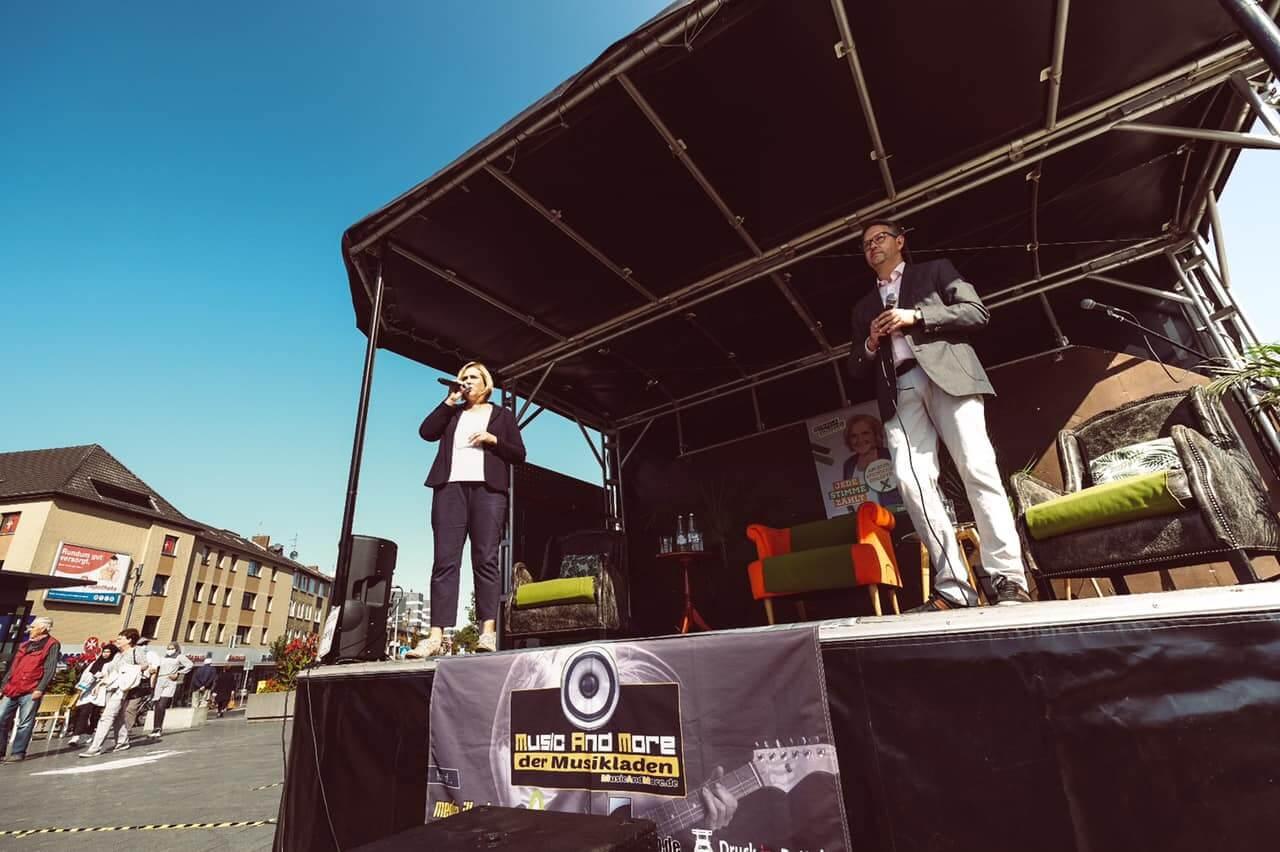 Michaela Eislöffel und Ingo Brohl auf der Neutor Bühne